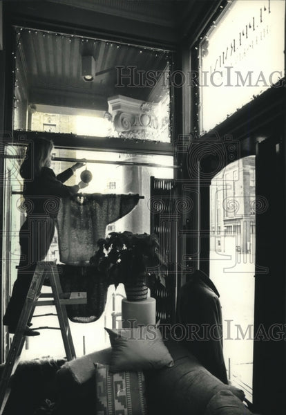 1990 Press Photo JoAnne Daley Decorates Window of Old Third Ward Shop, Wisconsin - Historic Images