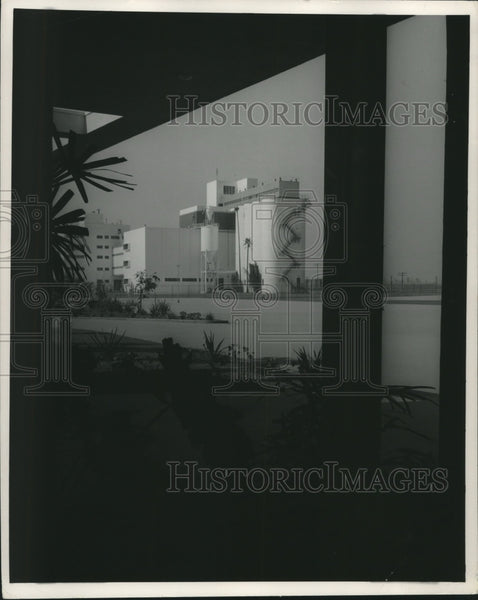 1954 Press Photo Jos Schlitz Brewing Company in Van Nuys, California - Historic Images