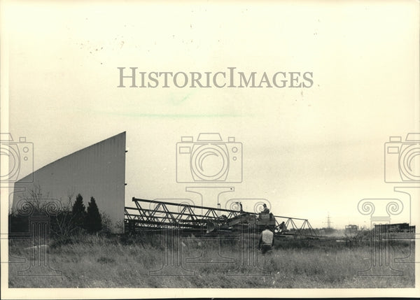 1986 Press Photo Bulldozer Topples Theater Construction in Wisconsin - mjc20104 - Historic Images