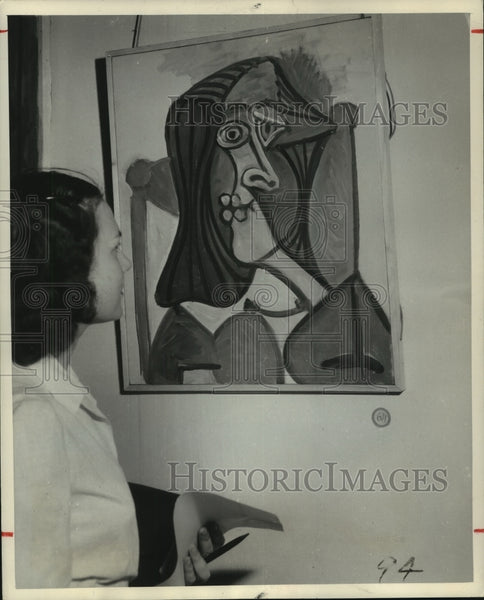 "1949 Press Photo Picasso painting ""Portrait of a Woman"" viewed by visitor. - Historic Images"