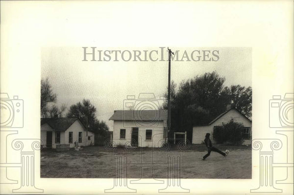 1992 Press Photo Migrant worker camp houses in Gavs Mills - mjc28532 - Historic Images
