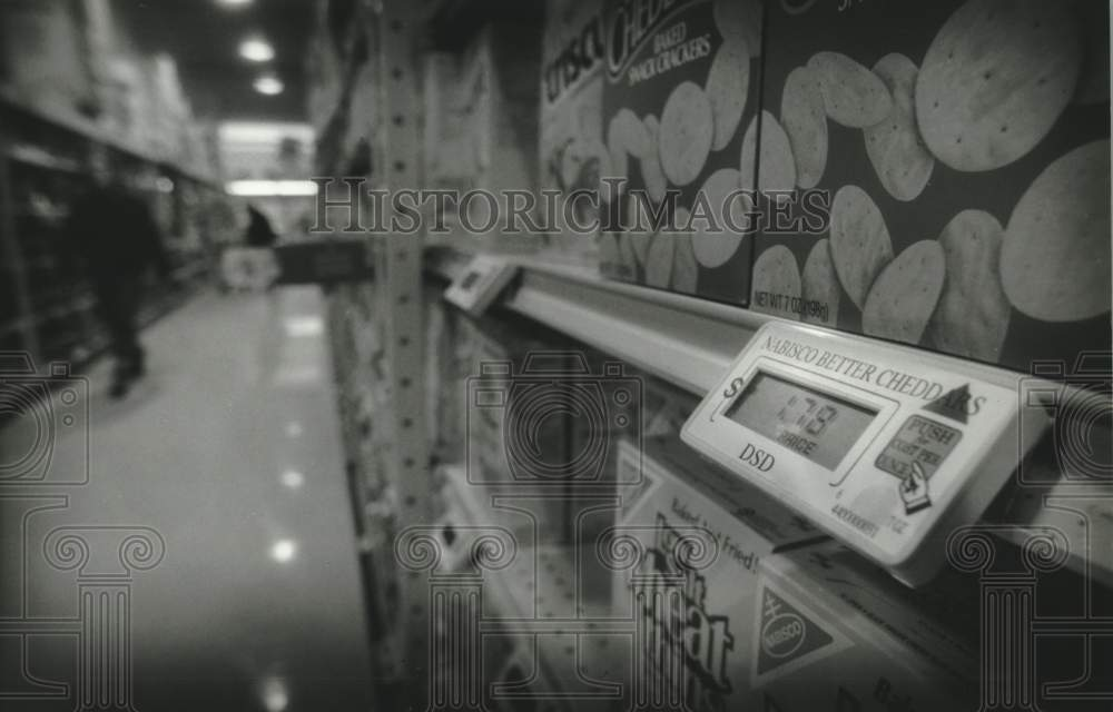 1994 Press Photo Telepanel Systems labels in Pick n' Save stores in Wisconsin - Historic Images