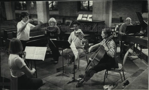 1988 Press Photo Charles Sullivan and his Ensemble Rehearsing, Milwaukee - Historic Images
