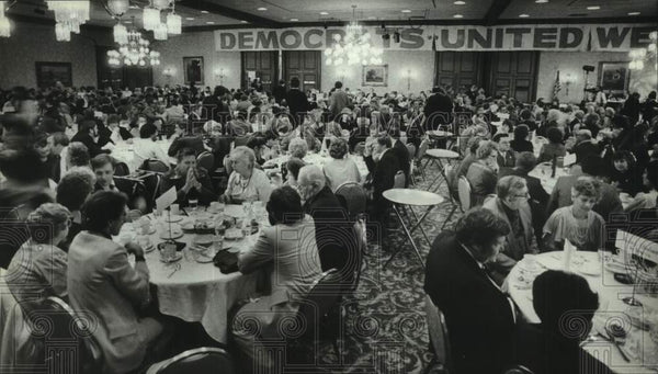 1982 Press Photo Democratic Delegation Dinner at Pfister Hotel, Milwaukee - Historic Images