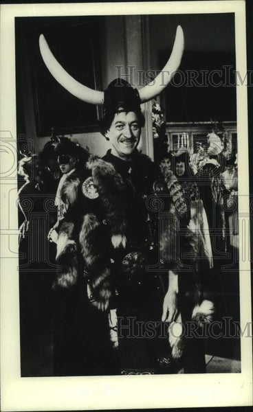 "1975 Press Photo David Niven appears in ""Lady L,"" spoof version of Macbeth - Historic Images"