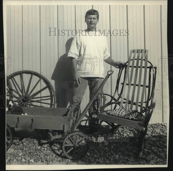 1988 Press Photo Tom Randall displays Amish made goods featured in his store. - Historic Images
