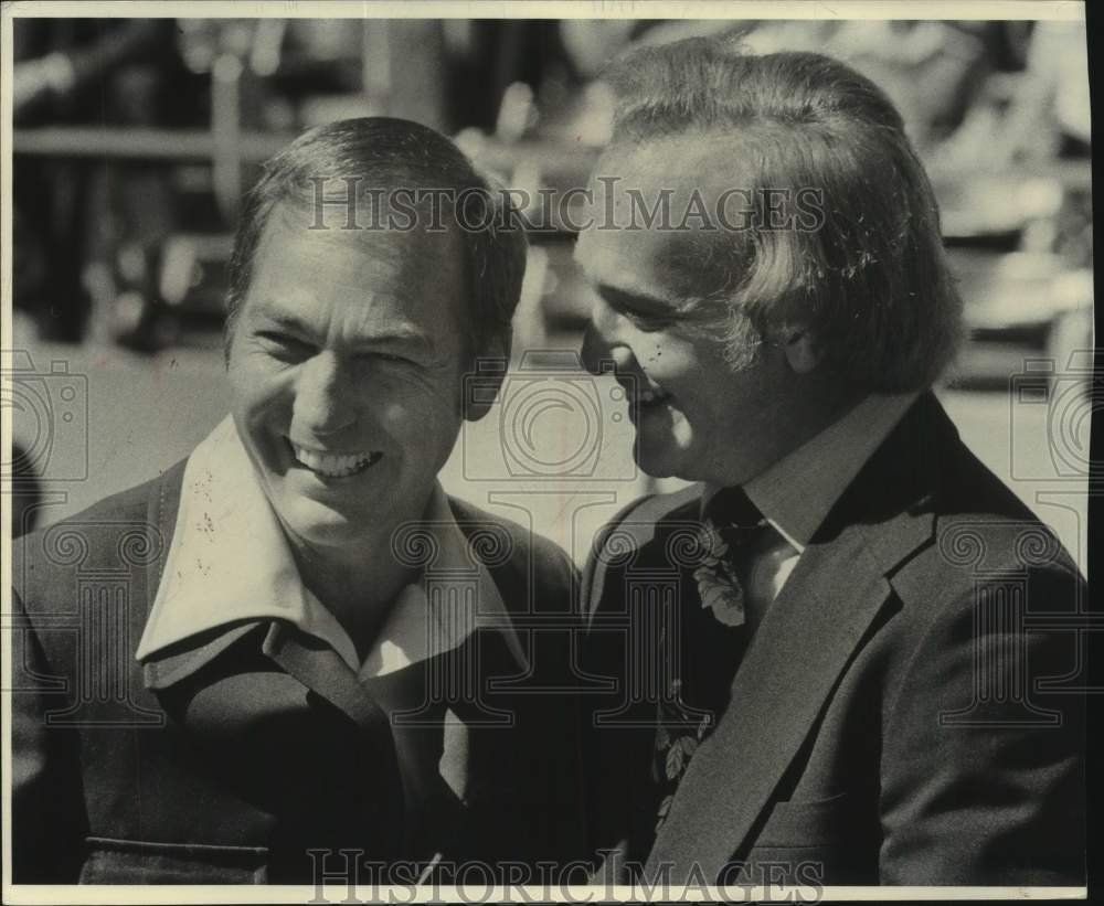 1975 Press Photo Former Green Bay Packer Quarterback Bart Starr and Other - Historic Images