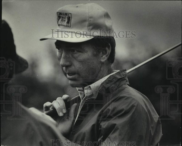 1976 Press Photo Bart Starr talks with friend during golf practice. - mjc32715 - Historic Images