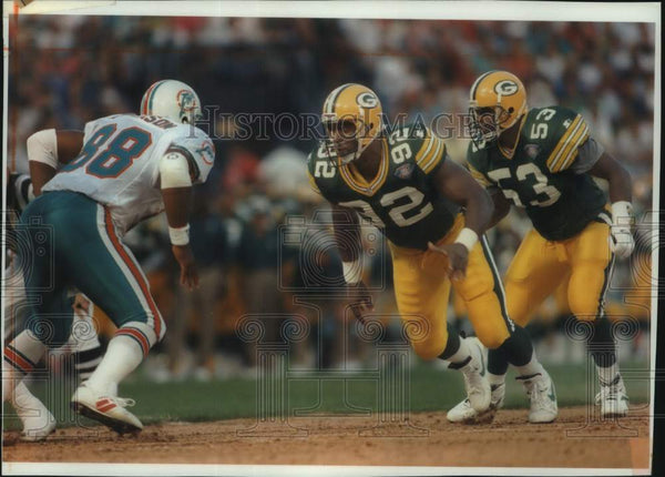 1994 Press Photo Football player Reggie White looks score big with teammates. - Historic Images