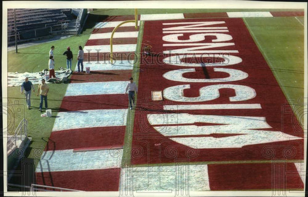 1993 Press Photo Finishing touches on Wisconsin end zone for the Rose Bowl, CA - Historic Images