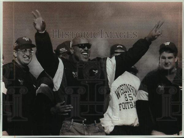 1994 Press Photo Rose Bowl Champions welcomed home at University of Wisconsin - Historic Images