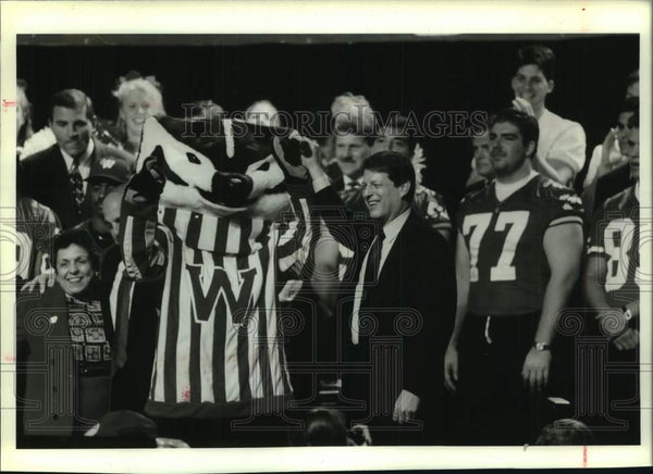 1994 Press Photo Vice President Al Gore, University of Wisconsin football rally - Historic Images