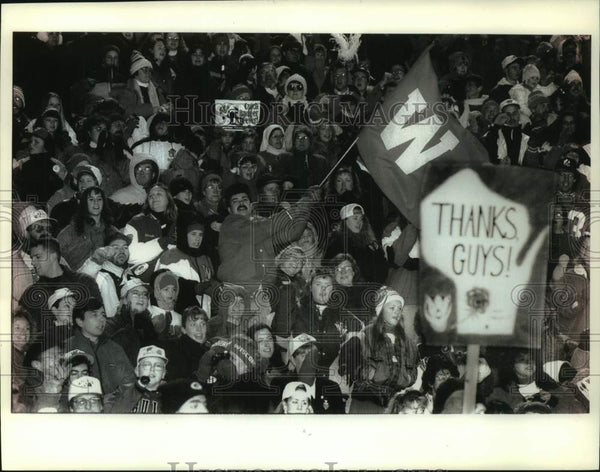 1994 Press Photo Fans cheer on the Badger football team at Camp Randall Stadium - Historic Images