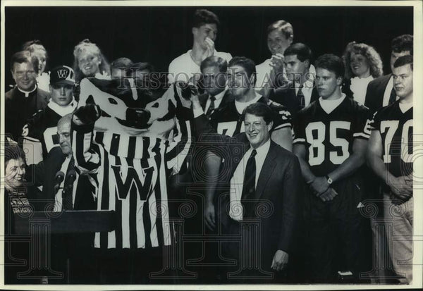 1994 Press Photo Wisconsin Badgers Rally at Washington high school in Milwaukee - Historic Images