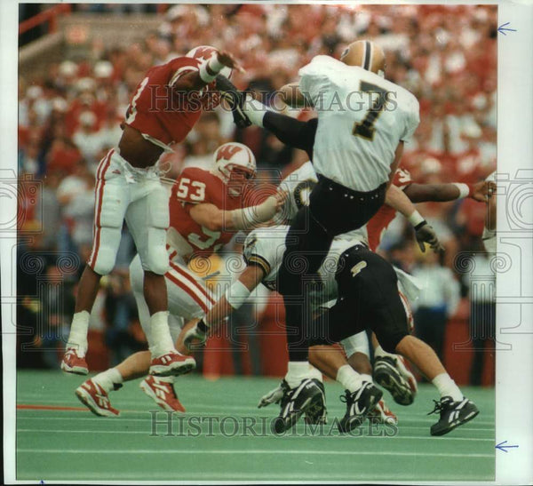 1994 Press Photo University of Wisconsin-Madison Football player Kenny Gales - Historic Images