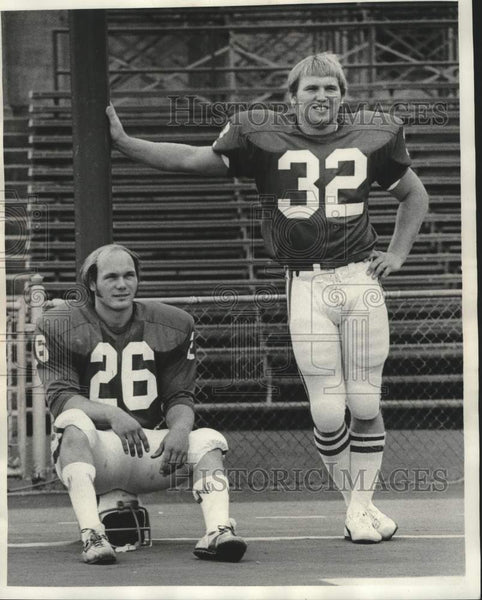 1975 Press Photo Badgers football players Bill Marek & Ken Starch - mjc37845 - Historic Images