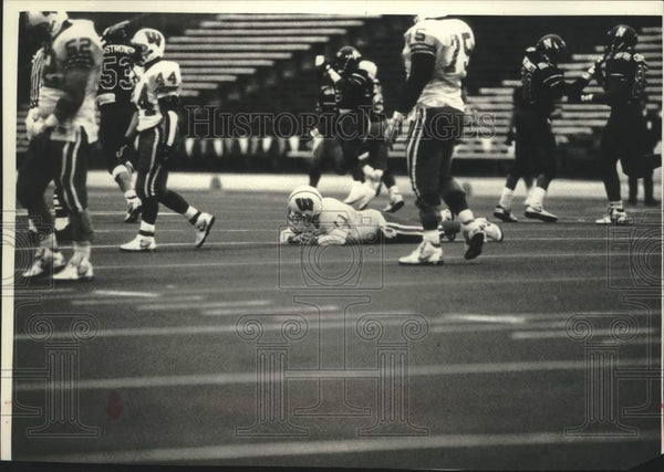 1992 Press Photo Badger's Darrell Bevell in disbelief over loss to Northwestern - Historic Images