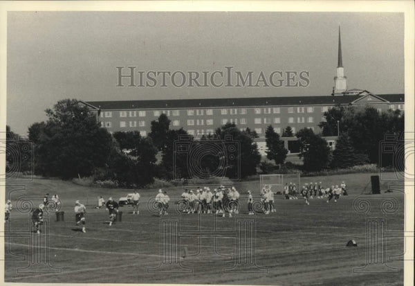 1992 Press Photo University of Wisconsin opens football practice in Madison - Historic Images