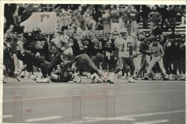 1992 Press Photo Univ of Wisconsin player Lee DeRamus tackled after reception. - Historic Images