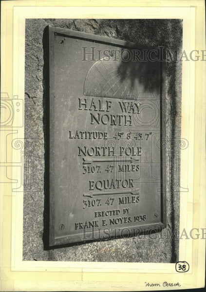 1985 Press Photo sign marking half way between the Equator & the North Pole, WI - Historic Images