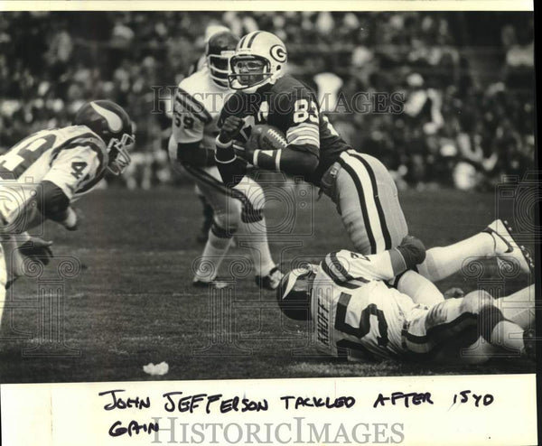 1981 Press Photo John Jefferson tackled in Green Bay Packers' football game - Historic Images