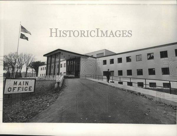 1986 Press Photo Administration building at Mendota State Hospital near Madison - Historic Images