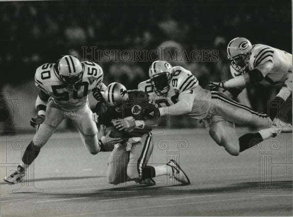 1994 Press Photo Lions Football player Erik Kramer tackled by Green Bay Packers - Historic Images