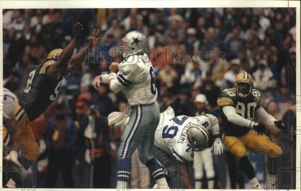 1994 Press Photo Green Bay Packers try to block Cowboys quarterback, football - Historic Images