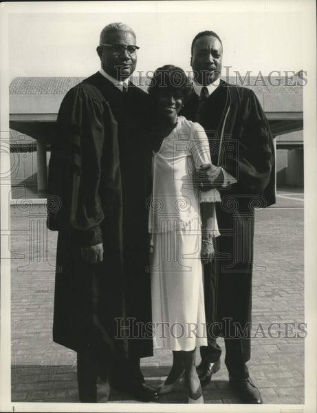 "1978 Press Photo Paul Winfield, Ossie Davis, and Cicely Tyson in ""King"" - Historic Images"