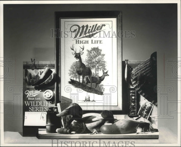1990 Press Photo Miller Brewing Co. of Milwaukee's second wildlife plaque - Historic Images