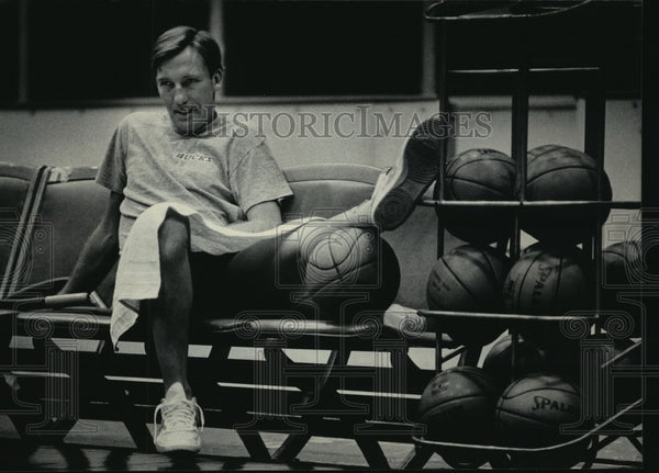 1984 Press Photo Milwaukee Bucks - Guard Mike Dunleavy with Twisted Ankle - Historic Images