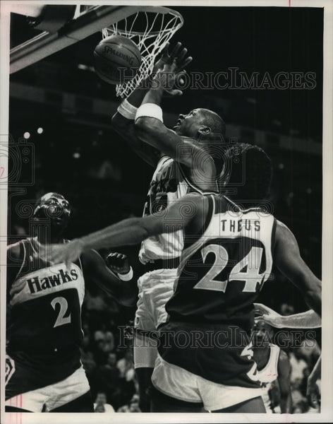 1988 Press Photo Milwaukee Bucks basketball player, Terry Cummings, in action - Historic Images