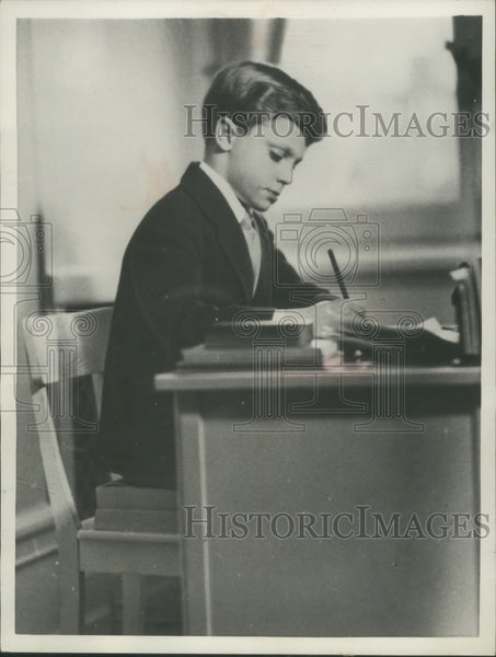 1957 Press Photo Sweden's Crown Prince Carl Gustaf studies in the royal castle - Historic Images