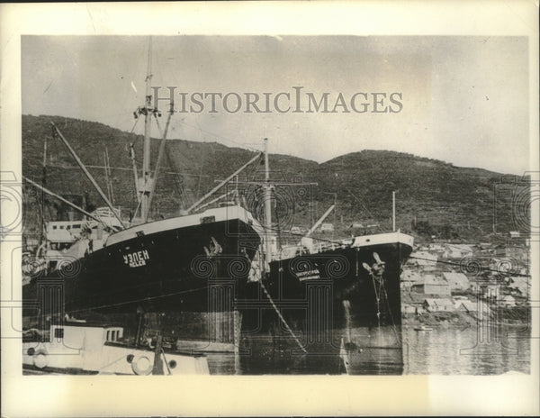 1942 Press Photo Ships in Pacific Russian Port, Petropavlovsk - mjx52848 - Historic Images