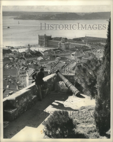 1958 Press Photo Fortress of St. George looks over Tagus River, Lisbon, Portugal - Historic Images