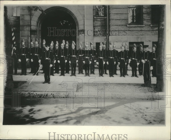1970 Press Photo Knights of George posed at St. Joseph's School in Milwaukee - Historic Images