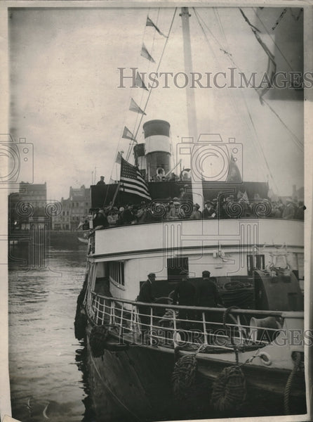 1927 American Legion Members On Boat Arrive In France For Convention - Historic Images