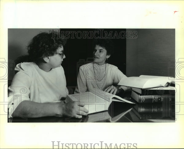 1989 Press Photo Barbara Aldave, St. Mary's Law School Dean with Student - Historic Images