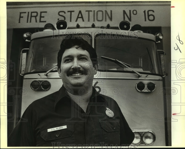 1986 Press Photo Joe Alanis, Firefighter at Station 16 - saa00462 - Historic Images