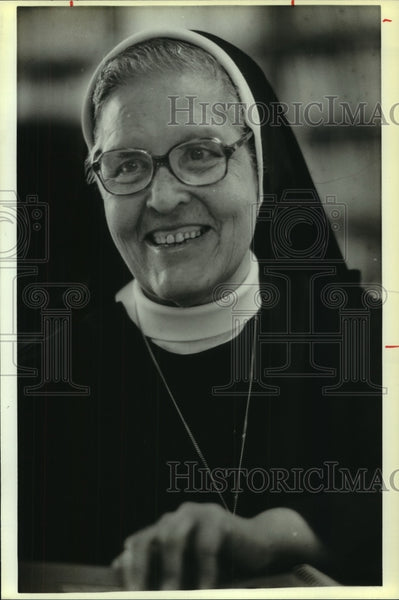 1987 Press Photo Sister Rosemary Lopez Arces - saa00545 - Historic Images