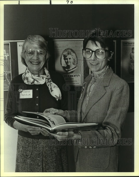 1988 Press Photo Martha Anderson, Assistant Chairman at Reception with Member - Historic Images