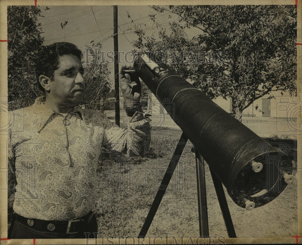 Press Photo Miguel Abrego, Flying Saucer Watcher with Telescope - saa00705 - Historic Images
