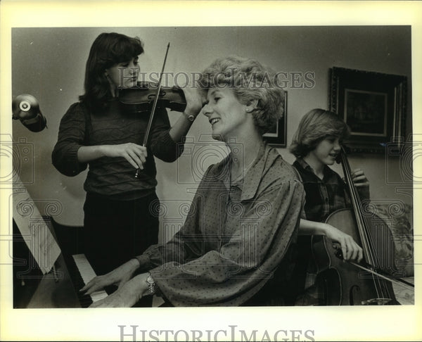 1984 Press Photo Musicians Cristy, Mab and Sharmon Anciola - saa00788 - Historic Images