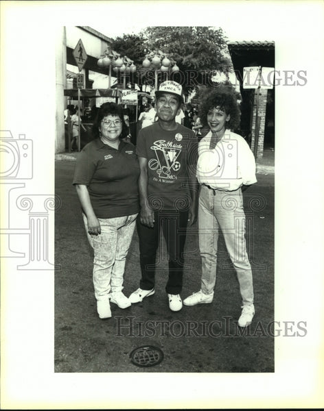 1992 Press Photo Manuel Acosta at Seventh Annual Conjunto Shootout with Others - Historic Images