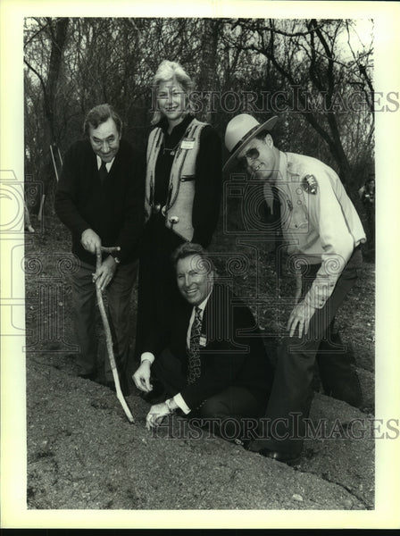 1993 Press Photo Bob Amdor, Superintendent San Antonio Missions National Park - Historic Images