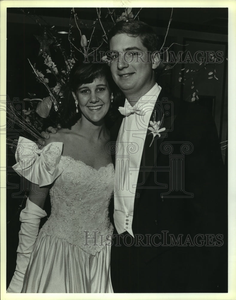 1988 Press Photo Stephen Ames at New Years Eve Party with Anne Zachry - Historic Images