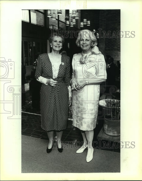 1992 Press Photo St. Mary's Alumni dinner, Dody Oppenheimer and Dolly Altgelt - Historic Images