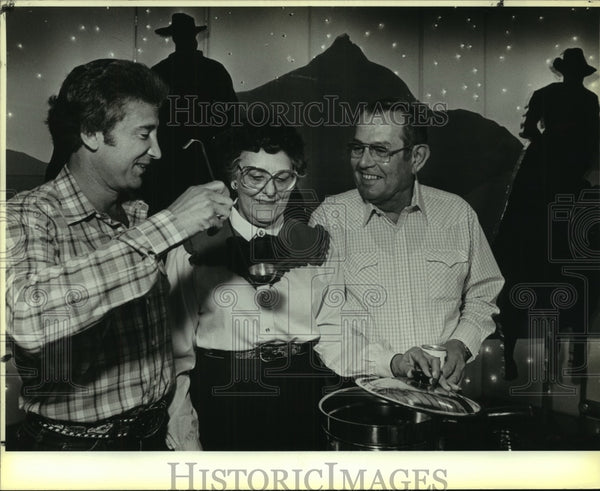 1986 Press Photo Rose Palace Western Roundup attendees - saa01023 - Historic Images