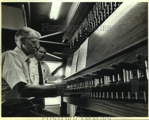 1987 Press Photo Carillon player Dr. Tom Anderson with Richard Watson - Historic Images
