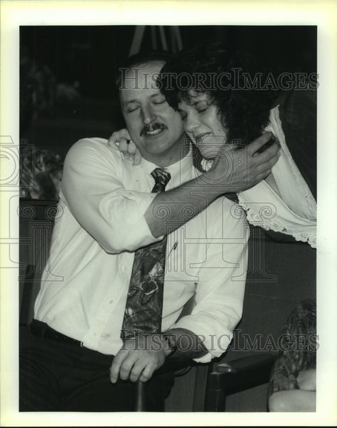 1992 Press Photo Kristy Geyer and Nathan Peacock at Bexar County Courthouse - Historic Images